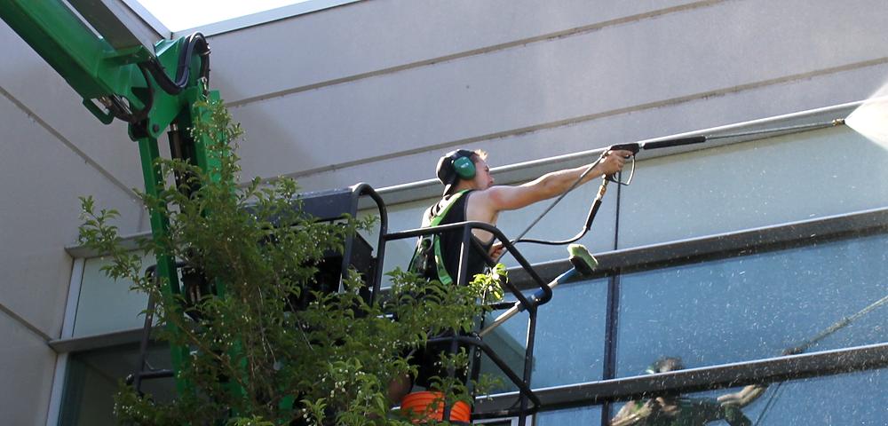 Window cleaning powerwashing