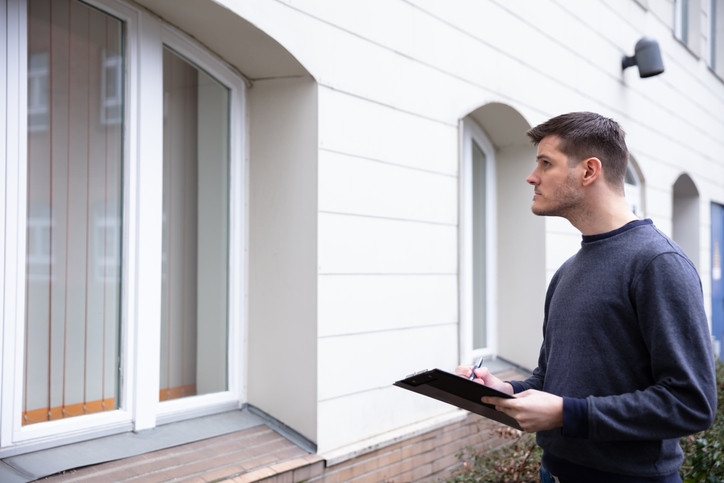 man performing visual property inspection and reporting