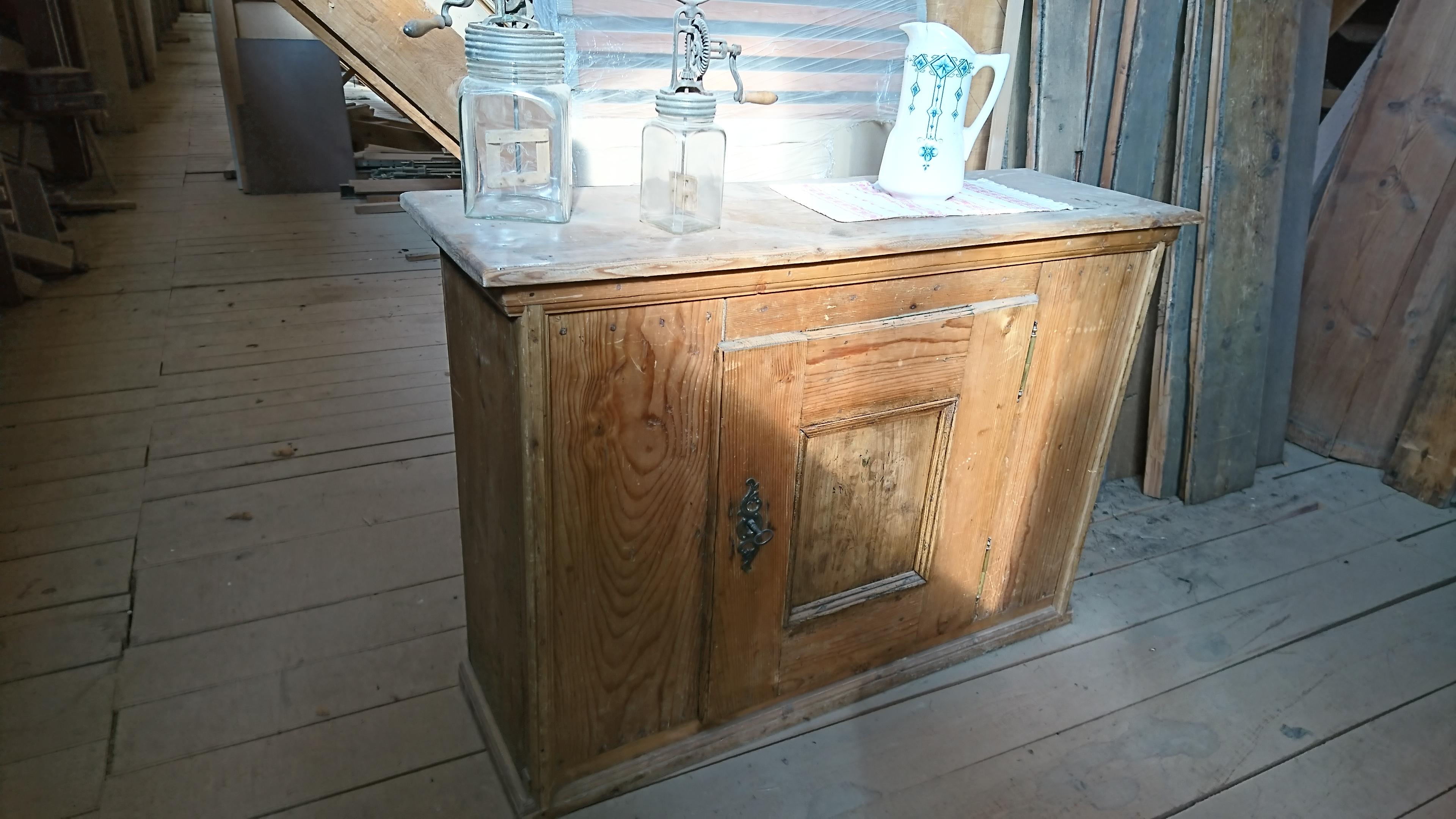 Altes Küchenkästchen