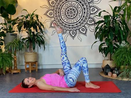 Ny video: Lätt yoga och Pilates i kombination.