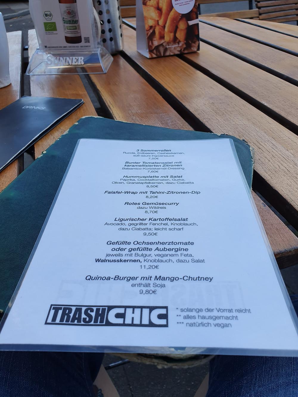 Speisekarte auf dem Tisch außen