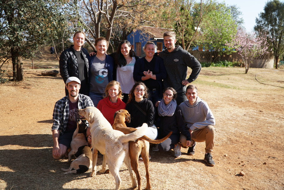 Our 2018 volunteer group plus Botshabelo's twin bosses, Nicole and Leigh.
