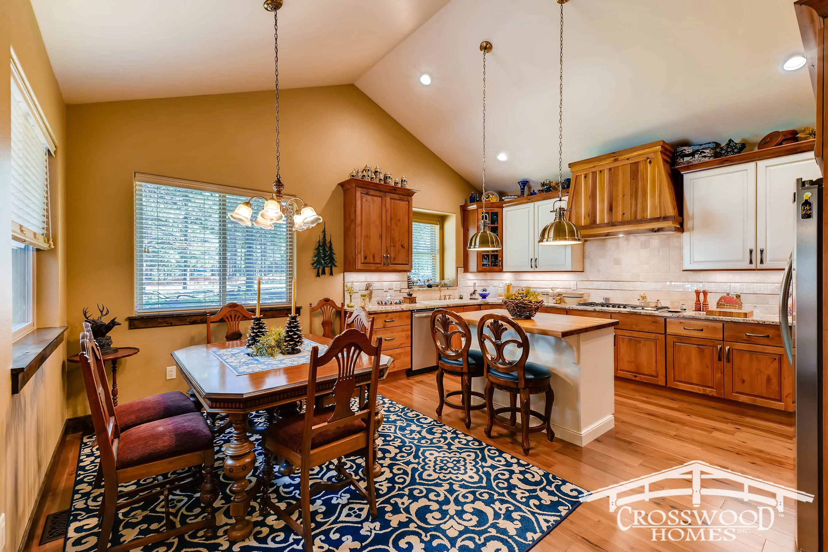 Cozy kitchen with Dining