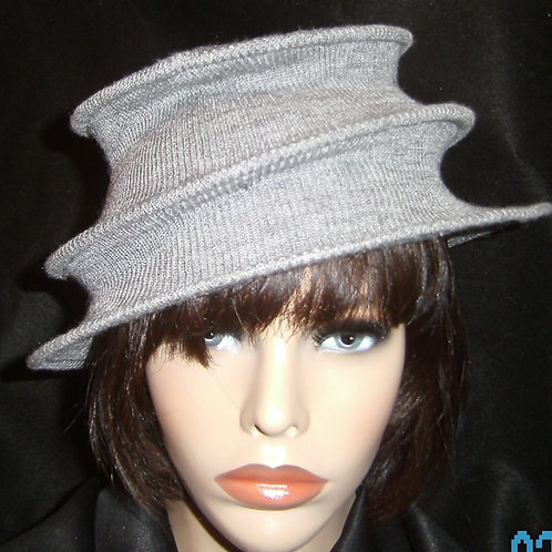 Grey 3 tier wired hat