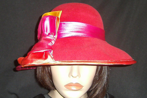 Reddish peach velour felt hat