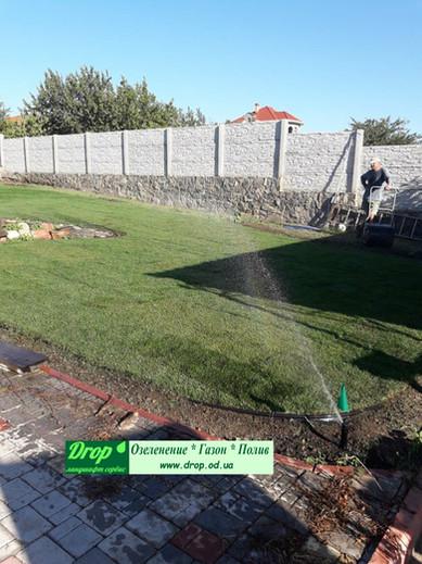 Включение системы автоматического полива после укладки газона