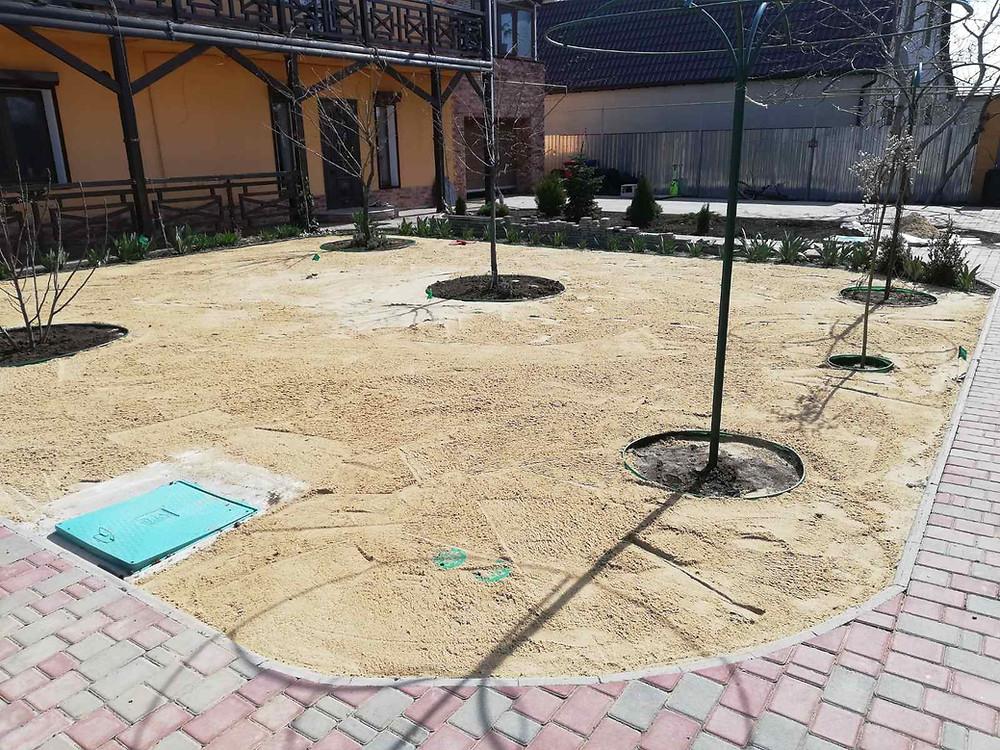 Подготовка участка под рулонный газон. Песчаная подушка