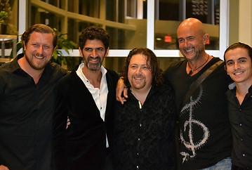 Jose Luis de la Paz / Avalon Team (Alex Conde-Omid Zoufonoun-Berto Boyd-Jorge de Zofia)