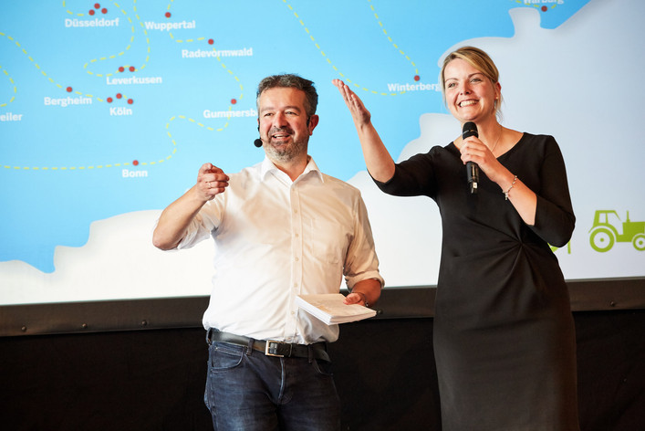 Ministerin Christina Schulze Föcking und Manuel Andrack