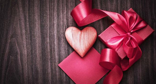 1469611870_LyDjmU_6784410-cute-gift-box-