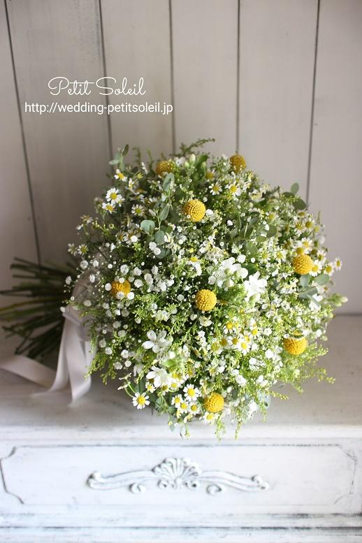 256.かすみ草と黄色い小花のブーケ