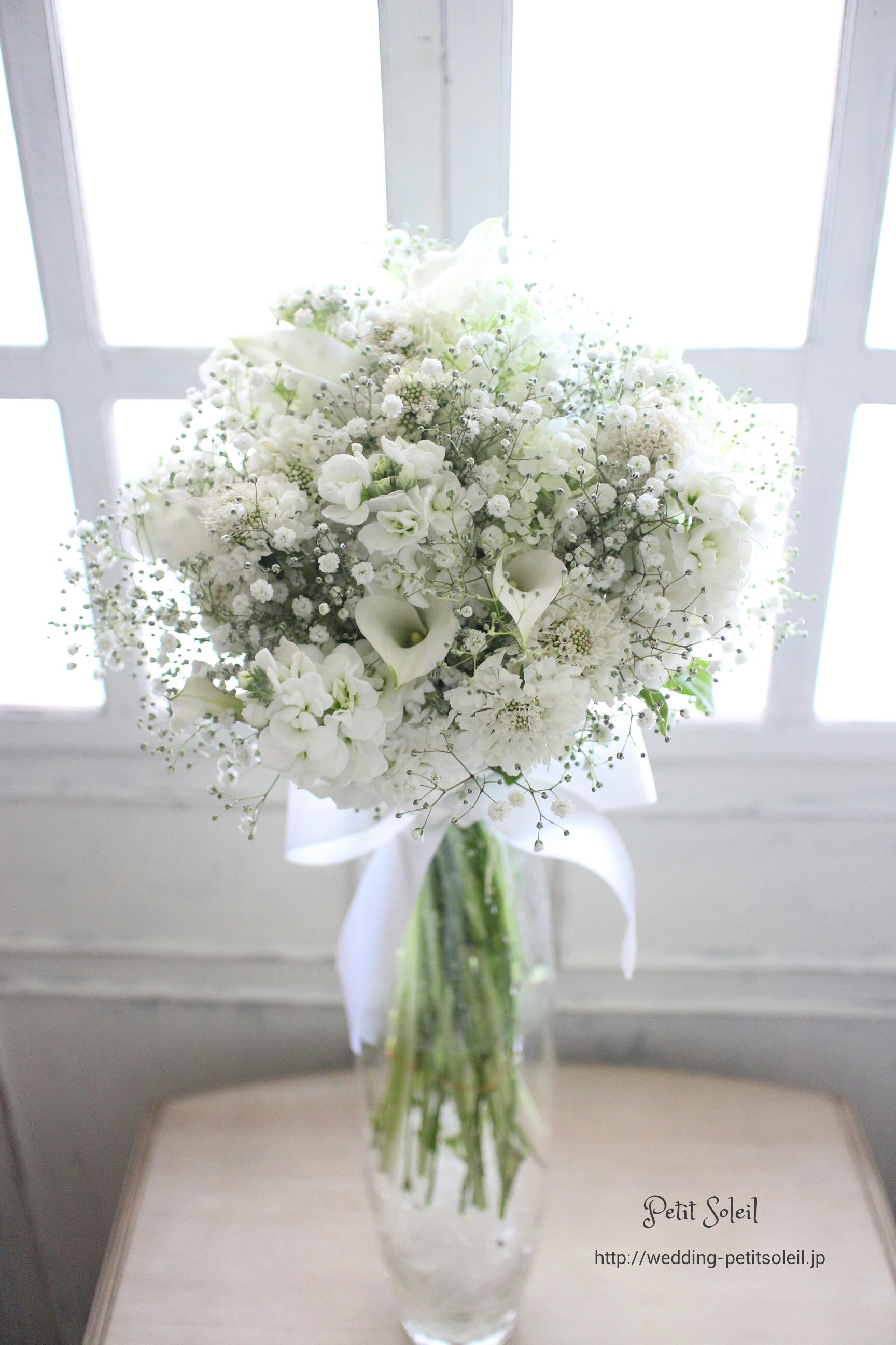 76.白い小花のクラッチブーケ