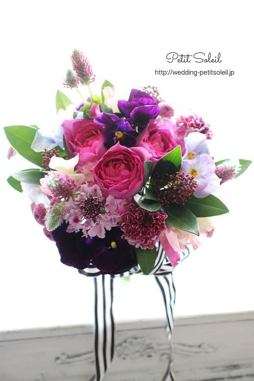 216.ピンクと紫のクラッチブーケ