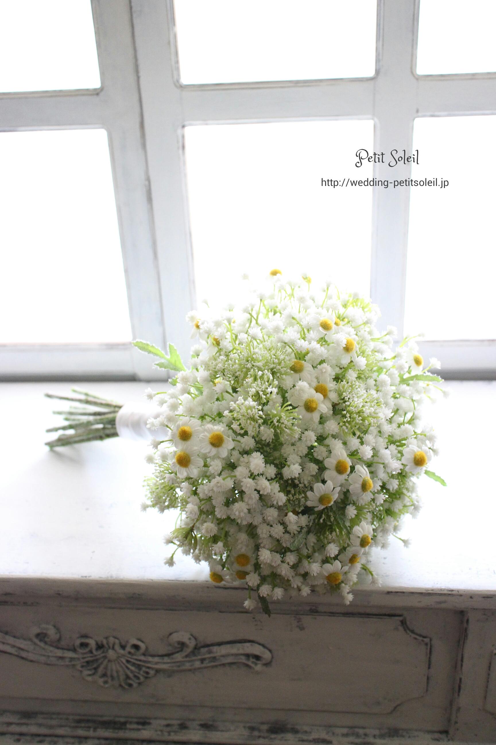 85.かすみ草とカモミールのクラッチ・造花