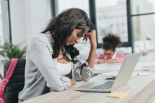 Jeunes mamans… Mamans, pourquoi vous ne devriez pas quitter votre emploi, même si votre salaire est