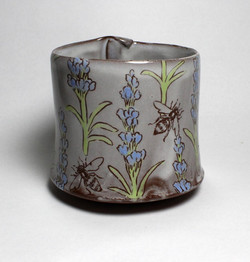 Bees round bottomed cup