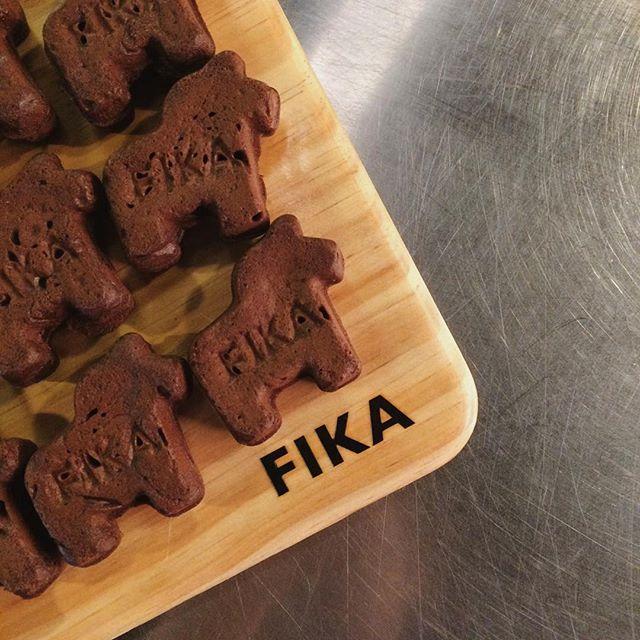 한입 크기의 귀여운 달라호스 속에 찐한 초코필링이 들어있는 피카의 달라호스빵🍫 _#피카 #피카가로수길점 #가로수길카페 #가로수길맛집 #가로수길디저트 #빵스타그램 #빵 #swedi