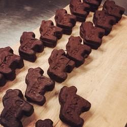 자타공인 내가 바로 진정한 #초콜릿러버 라고 자부한다면! 지금 당장 #달라호스브레드 를 만나러 피카 가로수 본점으로 GoGo! _#달라호스브레드#피카#fika#가로수길#달라호스빵#
