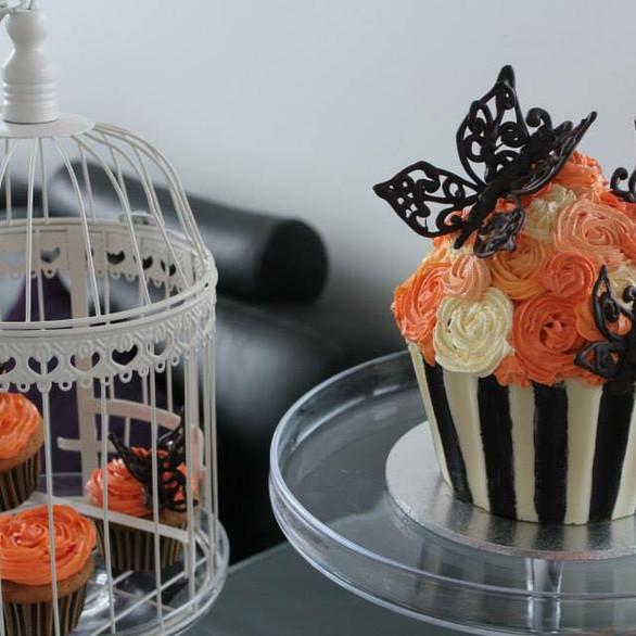 Cupcake cake and cupcakes