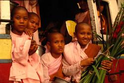 Nodrizas. Mandalay, Myanmar