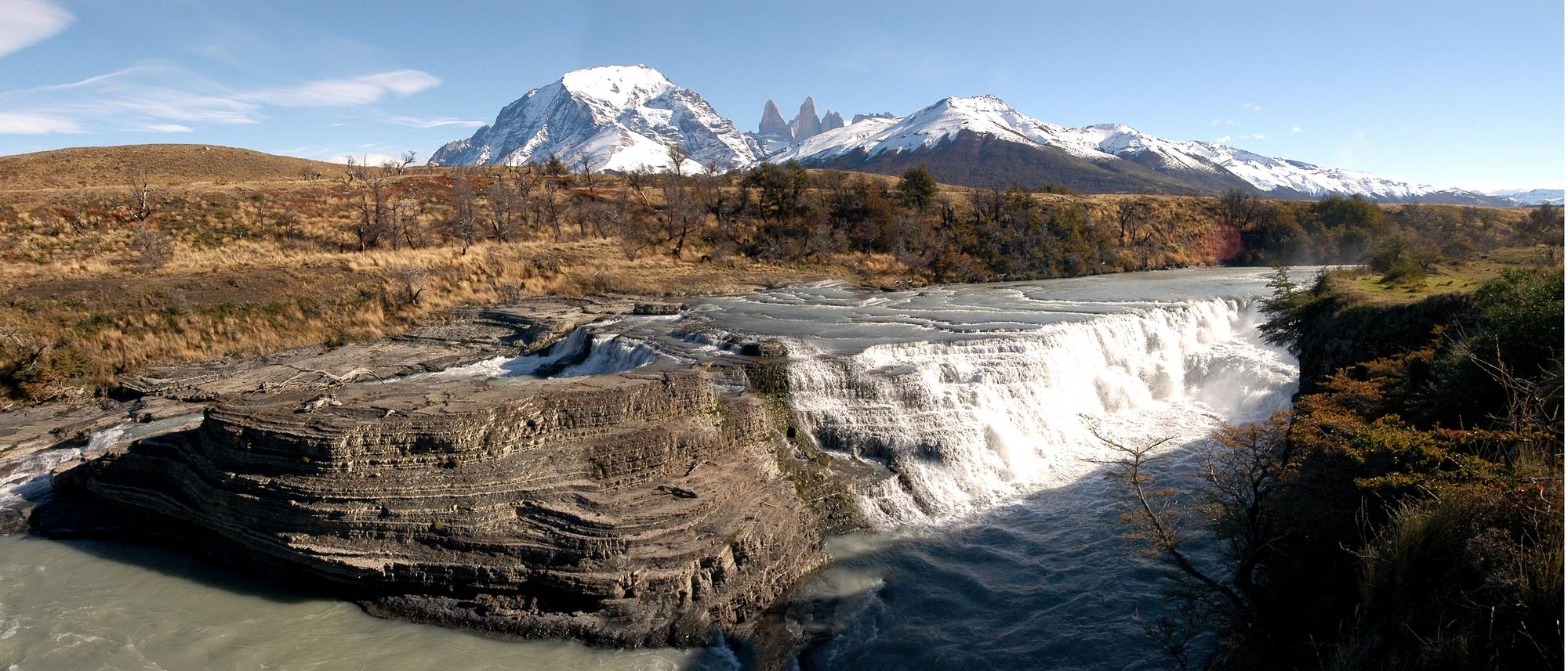 Cascada del río Paine, Chile