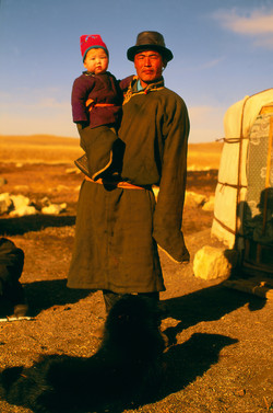 Padre e hijo. Gobi, Mongolia