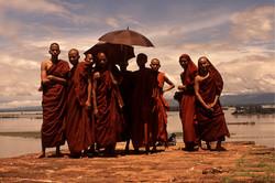 Equipo de monjes