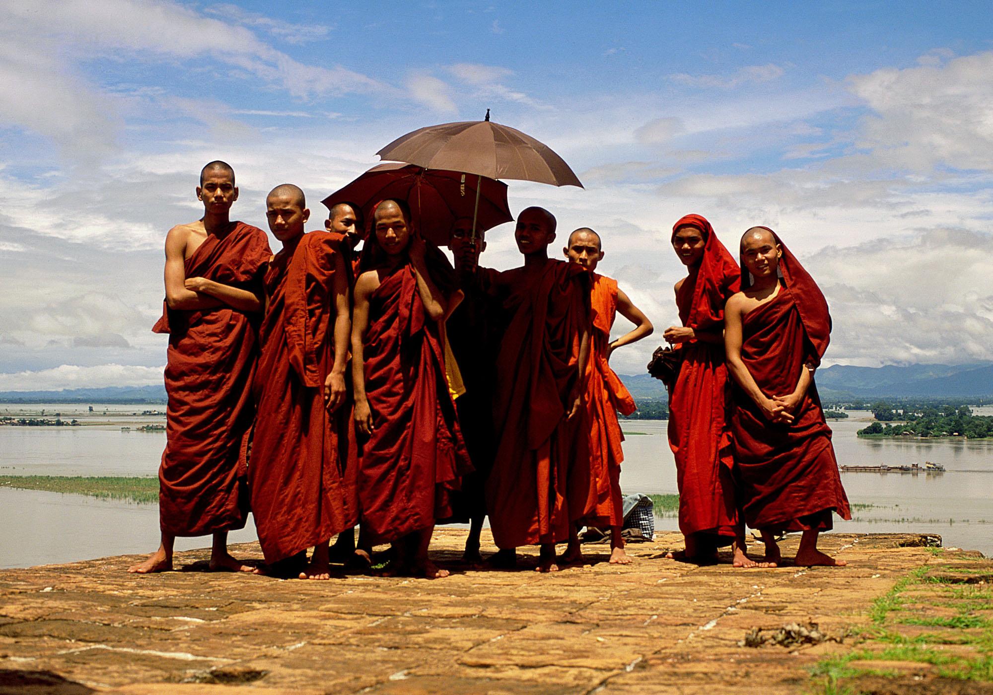 Monjes. Mandalay, Myanmar.