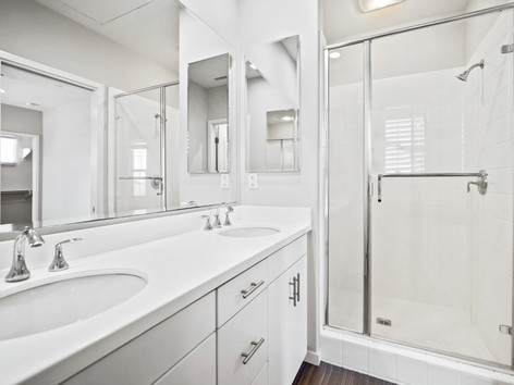 53 Bay Laurel - Irvine Master Bathroom.j