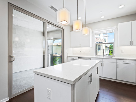53 Bay Laurel - Irvine Kitchen2.jpg
