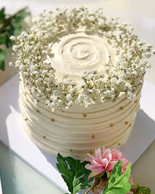 Baby breath birthday cake