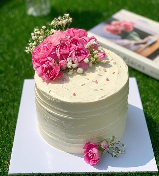 rose-birthday-cake