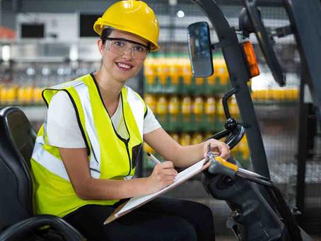 Tugas dan Tanggung Jawab Operator Forklift di Dunia Industri