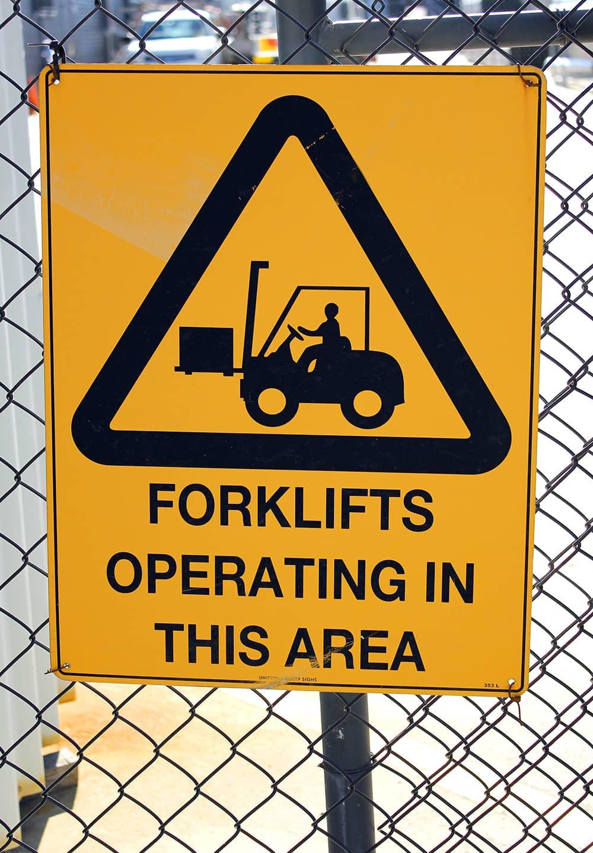 mengendarai-forklift-yang-aman
