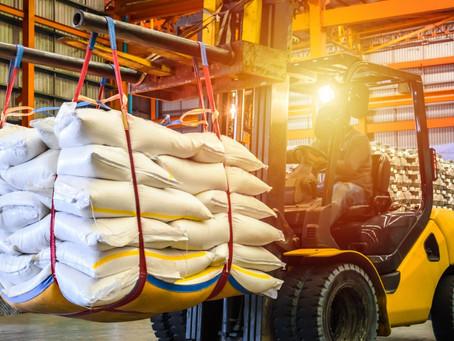 Penggunaan Forklift Untuk Shipping Container