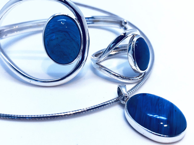 Plain oval collection