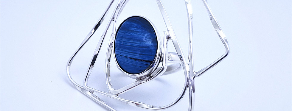 Twisted light ring