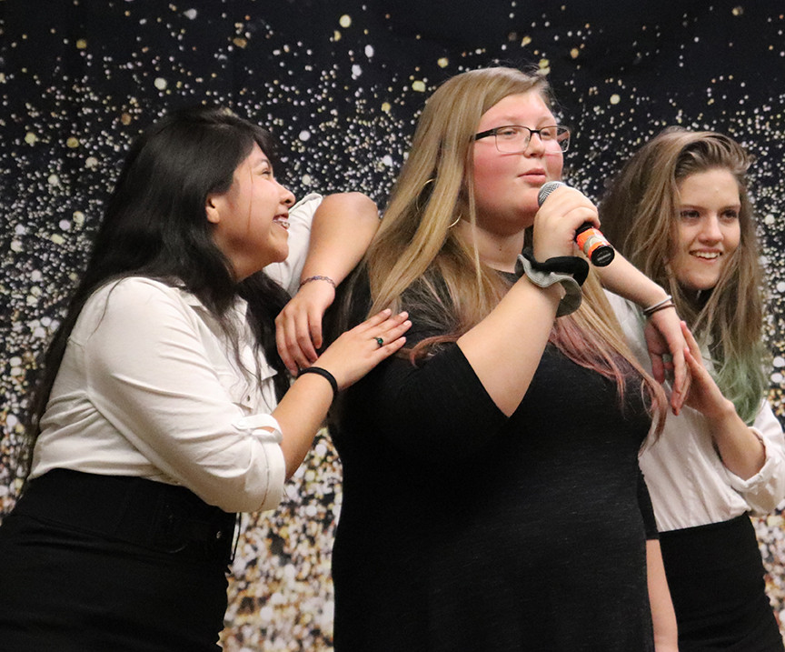 Sweethearts Dinner Theater raises funds for choir program
