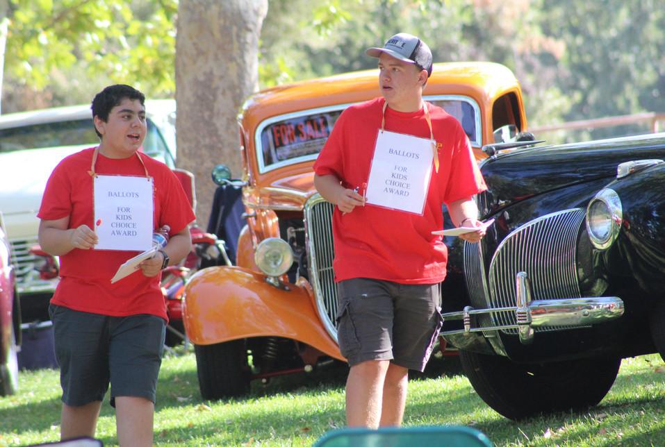 AHS auto shop students help with Kids' Choice Award at Atascadero Lake Car Show