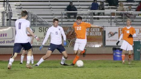 Boys soccer ends regular season in overtime victory