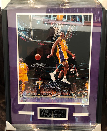 Kobe Bryant signed  Custom Framed 16x20 PSA/DNA certified