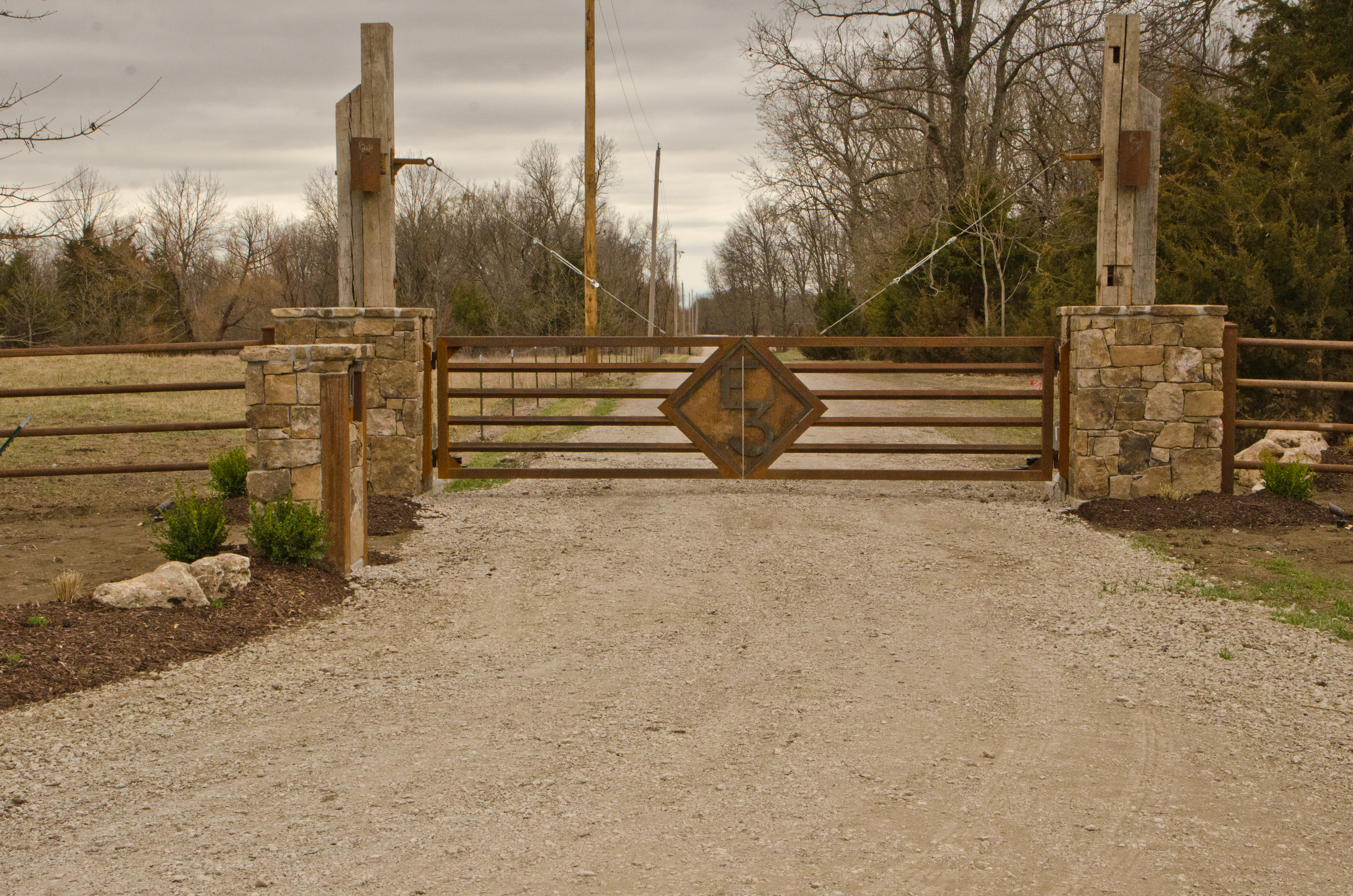 E3 RANCH ENTRY MONUMENT