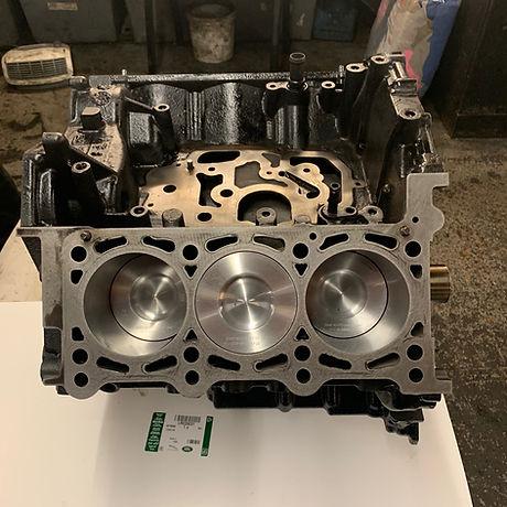Audi-Q7-Engine.jpg