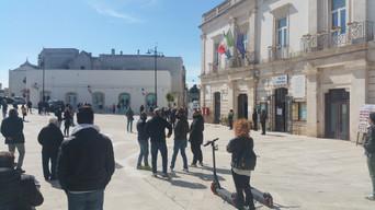 ALBEROBELLO - Gli ambulanti del mercato a sostegno degli operatori commerciali della città