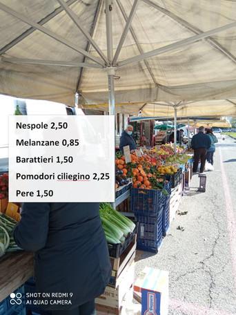 ALBEROBELLO - I prezzi sui banchi del mercato alimentare