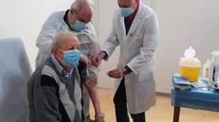 COVID - Vaccini in Puglia, oltre 115mila prenotazioni per gli over 80