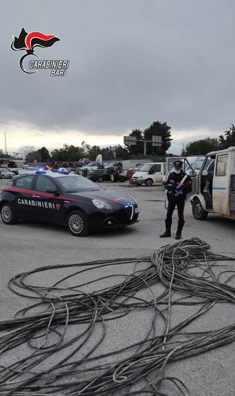 MODUGNO - In quarantena fiduciaria, rubavano rame: arrestati