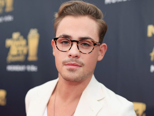 "Dacre Montgomery (Stranger Things) on Acting: ""It's a draining experience.. but amazing!"""