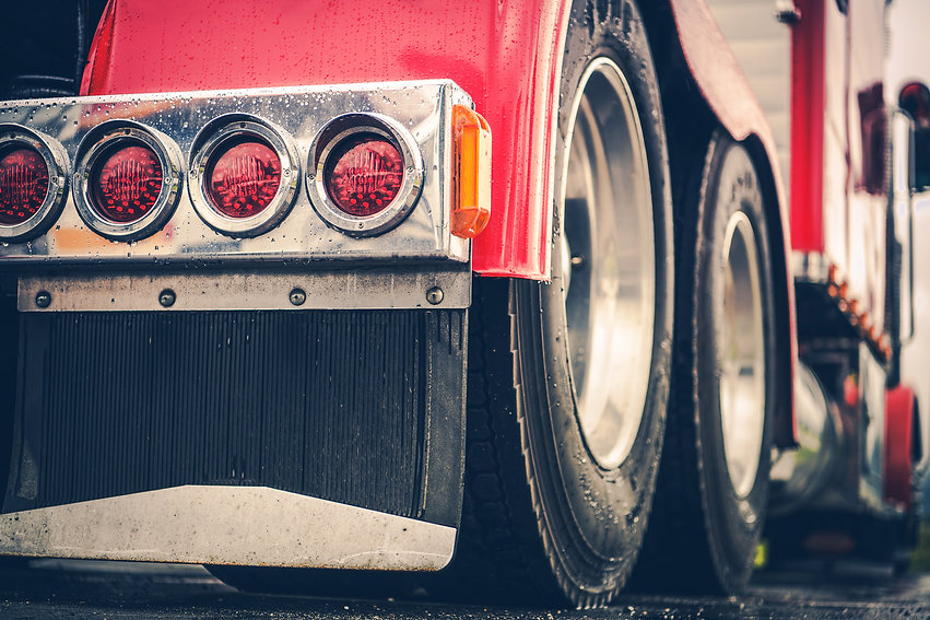 semi-truck-rear-lights-3PGUVJ9.jpg