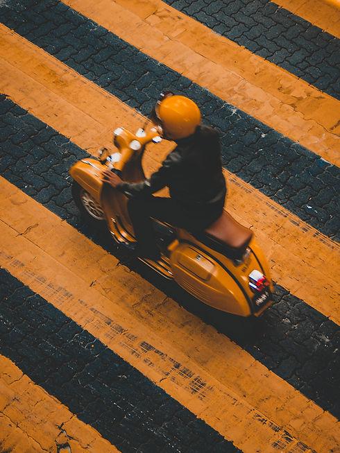 Homem, ligado, scooter